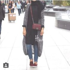 long gray cardigan with maroon bag- Hijab fashion guide 2016 http://www.justtrendygirls.com/hijab-fashion-guide-2016/