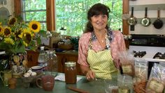 Herbalist Rosemary Gladstar show you how to make her famous homemade root beer. Essentially, you are make a tea with healthful herbs and adding seltzer. It's so simple you can get a batch going today. Herbal Witch, Ginger Bug, Rosemary Gladstar, Probiotic Drinks, Herbs For Health, Eating Organic, Beer Recipes, Medicinal Herbs, Fermented Foods