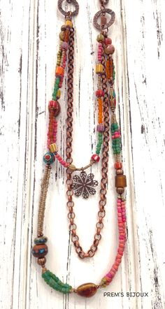 Necklace boheme, Posy Flower Necklaces and Seed beads Pendant Necklace. The perfect shimmery pendants for summer. #boheme #necklace