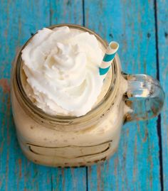 Add a little spring to your step and some chillax to your summer with this Coffee Slush Recipe! This Easy Coffee Slush Recipe will make all your summer coffee dreams come true… at least it did for m Alcohol Recipes, Wine Recipes, Gourmet Recipes, Sweet Recipes, Keto Recipes, Slush Recipes, Coctails Recipes, Nutribullet Recipes, Smoothie Recipes