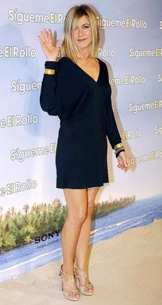 Jennifer Aniston🌷 Just Go With It in Madrid. Jennifer Aniston Style, Jennifer Aniston Pictures, Beautiful Celebrities, Most Beautiful Women, Jeniffer Aniston, Divas, Hollywood Celebrities, Belle Photo, Photos
