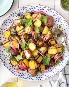 Learn how to make perfect grilled potatoes! These little guys are crispy on the outside, creamy in the middle, and filled with smoky flavor. Easy and delicious, this grilled potato recipe is a guaranteed cookout hit. | Love and Lemons #grilling #potatoes #sidedish #healthyrecipes Cookout Side Dishes, Summer Side Dishes, Steamed Potatoes, Roasted Potatoes, Grilled Potato Recipes, Jackfruit Sandwich, Creamy Coleslaw, Cooking On The Grill, Kitchen Recipes