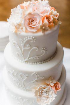 Sugarlips Cakes    Pipped Wedding Cake