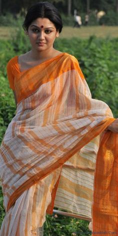 Isn't this Bangladeshi lady in cotton just stunning?!