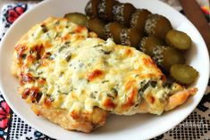 Piept de pui cu cașcaval și smântână – Rețete LCHF Keto Recipes, Cooking Recipes, Healthy Recipes, Spinach Stuffed Chicken, Healthy Life, Macaroni And Cheese, Clean Eating, Easy Meals, Good Food