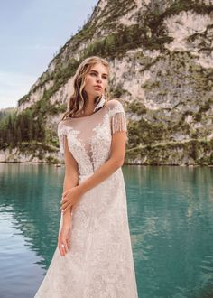Etna wedding dress from collection Wind Rose 2019 by Armonia Wind Rose, All Things, Wedding Gowns, Dream Wedding, White Dress, Short Sleeve Dresses, Model, Collection, Bride Dresses