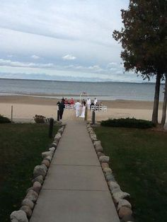 Sand Bay Beach Resort. Sturgeon Bay, WI, Door County #wedding, #bride