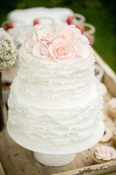 How fab is this ruffle cake from WeHeartIt?