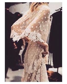 @eliesaabworld nunca deja de sorprenderme  Feliz domingo!  #goodmorning #buenosdias #wedding #weddingday #boda #bride #bridetobe #bridal #mariee #groom #bridaldress #vestidodenovia #weddingdress #photography #photoshoot #chic #lunares #bohemia #bohemian #inlove #amazing #espectacular #beautiful #stunning #weddinginspiration #inspiration #love #like #picoftheday #siempremia