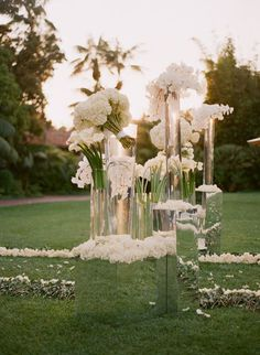10 Steal-Worthy Flower Arrangements For Your Wedding Ceremony  Photography: Elizabeth Messina // Wedding Planning/via: Mindy Weiss