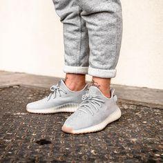new arrival 8b486 26849 NIKE.  fashion. Mehr sehen. L image contient peut-être   une personne ou  plus et chaussures Yeezy Schuhe