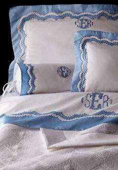 Wow.   Just happened upon these fabulous Leron linens, and wow.     A few years ago I did a post ( here )  on  Leontine Linens , an...