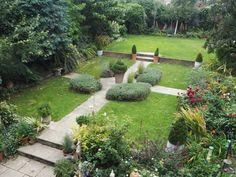 Do you make these September garden mistakes? - The Middle-Sized Garden Back Gardens, Mistakes, Stepping Stones, Garden Ideas, Sidewalk, September, Middle, Gardening, Outdoor Decor