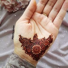 Here is the complete list of beautiful simple mehndi designs to make your lovely hands more amazing. Henna Hand Designs, Eid Mehndi Designs, Short Mehndi Design, Mehndi Designs Finger, Mehndi Designs For Girls, Mehndi Designs For Beginners, Stylish Mehndi Designs, Mehndi Designs For Fingers, Wedding Mehndi Designs