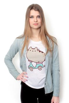 Must have: Pusheen shirt :D