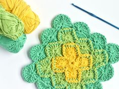 How to Crochet a Classic Granny Square Reverse Single Crochet, Single Crochet Stitch, Knit Or Crochet, Half Double Crochet, Crochet Stitches, Crochet Circle Pattern, Crochet Circles, Crochet Borders, Crochet Granny Square Beginner