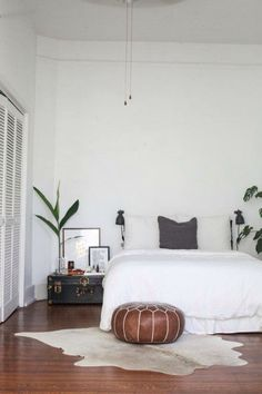 Bedroom ideas vintage simple mono-color