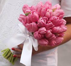 Bouquet de tulipas #tulipas #bouquetdetulipa #bouquetcorderosa http://www.santinhadopauoco.com/