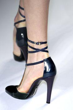 Isaac Mizrahi Fall 2009 - Details - What a shoe!