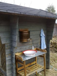 How to Be a Hipster: Put the guest bathroom outside, using upcycled, locally-sou. How to Be a Hipster: Put the guest bathroom outside, using upcycled, locally-sourced rainwater because it& better for growing beards. Outdoor Toilet, Outdoor Sinks, Outdoor Baths, Outdoor Bathrooms, Rustic Bathrooms, Shed Design, Tiny House Design, Lavabo Exterior, Outhouse Bathroom