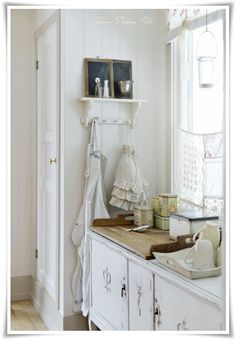 all white shabby chic Cosy Kitchen, Shabby Chic Kitchen, Shabby Chic Homes, Shabby Chic Decor, Country Kitchen, Vintage Kitchen, Nordic Kitchen, Vintage Decor, Kitchen Ideas