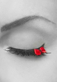 Eyelash bow