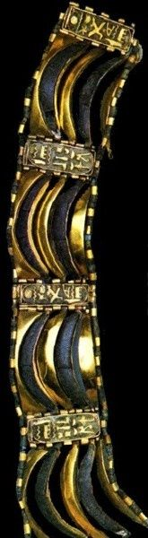 Armband Psusennes I. - Kairo JdE 85779  Material: Gold, Lapislazuli, Höhe: 3.6 cm - Länge 21,5 cm