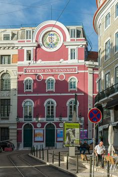Teatro da Trindade, en Chiado Times Square, City, Travel, Lisbon, The Beach, Old Pictures, Teatro, Countries, Tourism