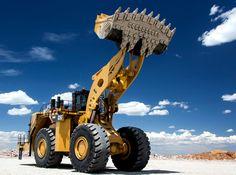 Caterpillar Caterpillar has a bigger wheel loader then the Komatsu Heavy Construction Equipment, Heavy Equipment, Caterpillar Equipment, Cat Machines, Logging Equipment, Armored Truck, Tonka Toys, Engin, Heavy Machinery