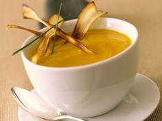 Kürbissuppe ist ein Rezept mit frischen Zutaten aus der Kategorie Suppen. Probieren Sie dieses und weitere Rezepte von EAT SMARTER!