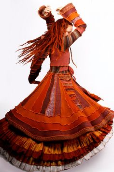 Katwise Coat over Moresca Gitana skirts = Gorgeous! Love the flared sleeves, the stripey waist, and the deep triangle pocket. Diy Clothing, Sewing Clothes, Des Femmes D Gitanes, Mode Boho, Sweater Coats, Sweaters, Boho Fashion, Fashion Design, Refashion