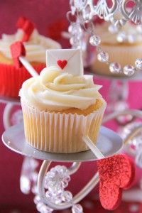 Cute Valentine Cupcake Ideas from www.partyz.co your Valentine Party Planning Machine! #Cute #Valentine #Cupcakes