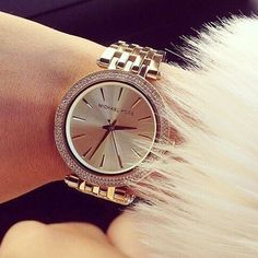 After seeing @tamaraleaaaa's new watch from Michael Kors, we're totally adding a blinged-out timepiece to our Christmas lists asap!