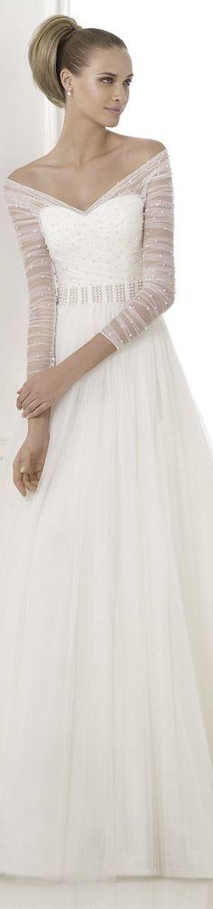 Hochzeitskleid mit zarter Armpartie. PRONOVIAS 2015 Fashion and Atelier Bridal Collection | #EndoraJewellery -