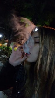 pics of lovely young smoking girls Mode Grunge, Grunge Girl, Girl Smoking, Smoking Weed, Smoking Kills, Foto Piercing, Rauch Fotografie, Fille Gangsta, Cigarette Aesthetic