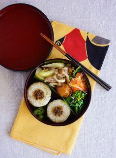 R journal: 玄米ご飯のおにぎり弁当・Brown riceballs bento