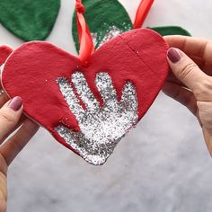 Kids Crafts SALT DOUGH ORNAMENTS - these salt dough handprint ornaments are such a cute keepsake! Make these as Christmas gifts. An easy salt dough re. Kids Crafts, Preschool Crafts, Diy And Crafts, Preschool Kindergarten, Decor Crafts, Baby Handprint Crafts, Clay Handprint, Baby Crafts To Make, Family Crafts
