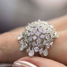 Draping tassels are such a beautiful feature of this @mariani1878 Sherazade ring mad in white gold and #diamonds.
