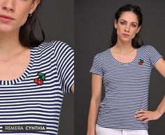 Remera Cynthia: Rayas + Aplique. ¡Simplemente única! #Cherry #Navy #Tendencias V Neck, Women, Fashion, Female Clothing, Stripes, Spring Summer, Blouses, Trends, Style