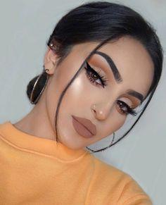 Make Applying Eyeliner So Much Easier 2019 Part eyeliner tutorial; eyeliner tips; eyeliner for hooded eyes Prom Makeup Looks, Cute Makeup, Glam Makeup, Gorgeous Makeup, Pretty Makeup, Makeup Inspo, Eyeshadow Makeup, Makeup Inspiration, White Eyeshadow