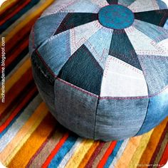 Sewing Ideas DIY Sewing Projects and Ideas for Old Jeans - DIY Pouf from Old Denim - These upcycled projects from old jeans are awesome DIY crafts like kitchen craft projects, DIY home decor Diy Jeans, Sewing Tutorials, Sewing Projects, Diy Projects, Sewing Ideas, Upcycling Projects, Sewing Tips, Sewing Hacks, Recycling Ideas