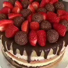 Chocolate Cake Designs, Chocolate Desserts, Fun Desserts, Bolo Tumblr, Fresh Fruit Cake, Cake Decorating Videos, Baking And Pastry, Fake Food, Drip Cakes