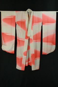 White and pink nagajuban / 白地 蛍光レッド色霞に地紋柄 刺繍半衿付化繊長襦袢   #Kimono #Japan http://global.rakuten.com/en/store/aiyama/