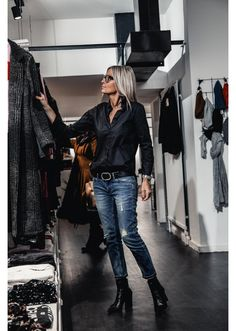 Chemise gm owen noir join to me if you like fashionable ideas of clothes tops skirts looks suits shoes are inspired by best nails or are interested in new trends Tomboy Outfits, Tomboy Fashion, Look Fashion, Chic Outfits, Trendy Outfits, Autumn Fashion, Fashion Outfits, Womens Fashion, Fashion Trends