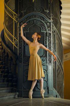 Dance photography by Darian Volkova // ballerina portraits