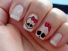 If and when I have the time, my next polish change will be this :) Halloween Nail Designs, Halloween Nail Art, Love Nails, Red Nails, Monster High Nails, Simple Skull, Manicure, Summer Acrylic Nails, Christmas Nail Art
