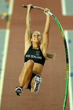 lift off! scarieat part of the jump Female Athletes, Women Athletes, Flat Chested Fashion, Sports Women, Female Sports, Sports Track, Pole Vault, Girls Golf, Track And Field