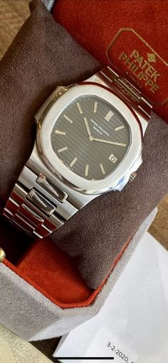 "Patek Philippe ""Jumbo"" Nautilus ref. (D+P - Spiegelgracht Juweliers Vintage Watches For Men, Luxury Watches For Men, Patek Philippe Calatrava, High End Watches, Versace Men, Burberry Men, Audemars Piguet, Watch Brands, Fashion Watches"