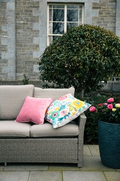 Summer Sprigs Multi : Summer Sprigs Is A Beautiful Cushion To Brighten Any Room. It Has A Striking Colourful Design. Summer Sprigs Is Fibre Filled With A Plain Outdoor Sofa, Outdoor Spaces, Indoor Outdoor, Outdoor Decor, Interior Design Living Room, Living Room Designs, Homemade Ice Pack, Garden Yard Ideas, Dream House Exterior