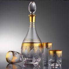 #Paşabahce #sutakımı ve Paşabahce #bardaktakımları şimdi Kristal Galerisi'nde  Günlük kullanabileceğiniz #cam #bardakları ve #hediyelik ev #ürünleri hediyelik #butik objeler #online #satın alın. Carafe, Decanter, Liquor Glasses, Wine And Liquor, Ottoman Design, Glass Pitchers, Coffee Set, Fine Wine, Glass Table